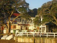 Commodores Beach-Motel.jpg
